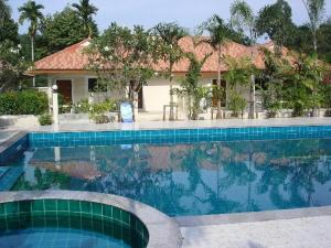 Lovely house with access to large swimming pool and near Chalong Pier. - Ban Bang Chak