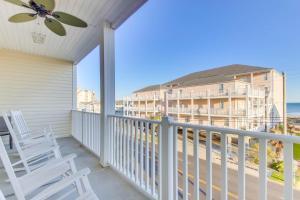 Coconut Grove 202 2nd Row Condo, Apartmány  Myrtle Beach - big - 6