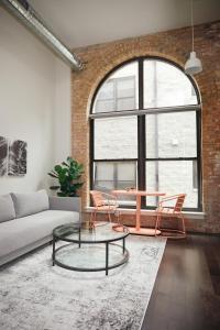 Caper Bloom - Cozy Uptown Studio by Short Stay