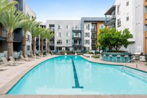 . Close to Disneyland + Parking 2 Bedroom Suite