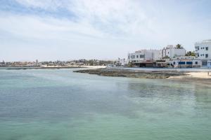 Corralejo: surf, sun and white sand, Corralejo