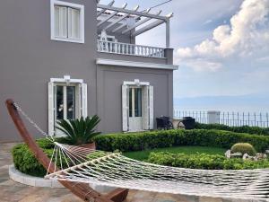 Villa Dolphin - Beachfront Maisonette with Pool Achaia Greece