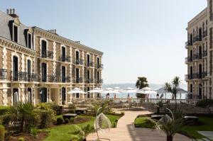 Hôtel Barrière Le Grand (2 of 50)