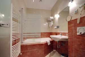 Elizabeth Hotel, Hotels  Gyula - big - 105