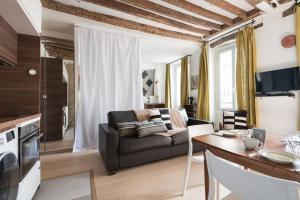 New Spacious Parisian Style Families & Friends T
