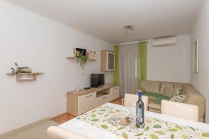 Perfect Vacation Apartments, 21300 Makarska