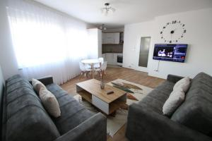 . Spacious Apartment next to the Bus Station and walking distance to the Old Town and Shopping Malls