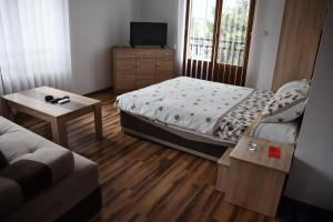 Apartment and rooms Konak