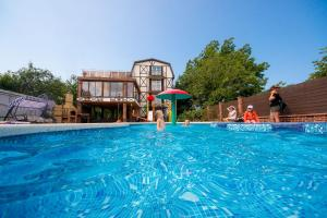 Дом для отпуска С 2 бассейнами, Голубая Бухта