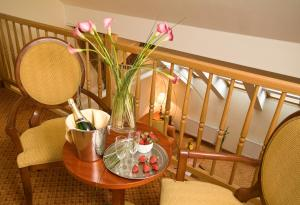 Hotel Raffaello, Hotely  Praha - big - 36