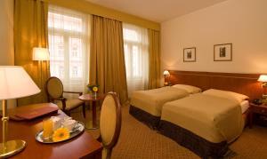 Hotel Raffaello, Hotely  Praha - big - 6