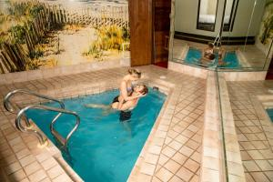Paradise Stream Resort-All Inclusive - Accommodation - Mount Pocono