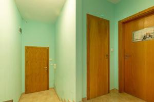 1st floor 1BDR apartment w kitchen POOLVIEW II