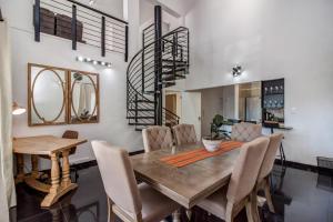 Upmarket Sandton apartment