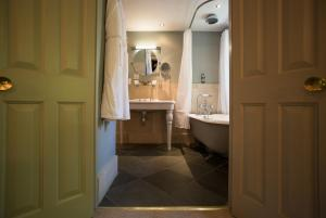 The Hoste (5 of 97)