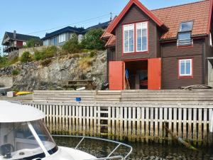 . Holiday home bremnes