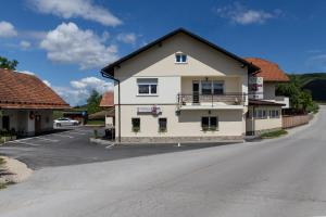 Restaurant & Apartments PRI STANI