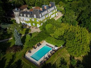 Location gîte, chambres d'hotes Château de Lalande - Les Collectionneurs - Périgueux dans le département Dordogne 24