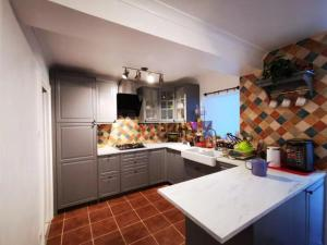 Lovely Comfortable Room in a House PS Now Essential Travel Booking Only