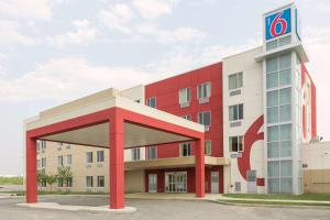 Motel 6 Airdrie