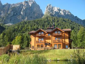 Hotel Chalet Giasenei - AbcAlberghi.com