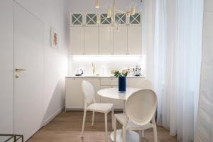 Luxury Apartment Old Prague revitalised 1914 building Elevator WiFi Free Parking