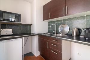 La Guitare 33 - Nice and spacious 1BR apartment in center of Cannes, right behind Grand Hotel, Apartmanok  Cannes - big - 8