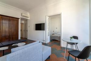 La Guitare 33 - Nice and spacious 1BR apartment in center of Cannes, right behind Grand Hotel, Apartmanok  Cannes - big - 7
