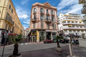 La Guitare 33 - Nice and spacious 1BR apartment in center of Cannes, right behind Grand Hotel, Apartmanok  Cannes - big - 2