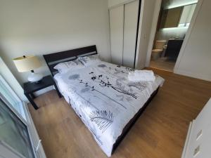 2 Bedroom Condo near Leslie Station by Elevate Rooms