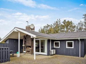 Three-Bedroom Holiday home in Løkken 11