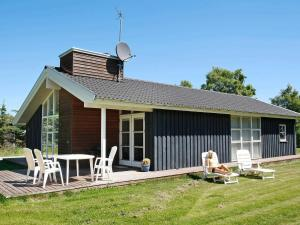 Four-Bedroom Holiday home in Hals 10
