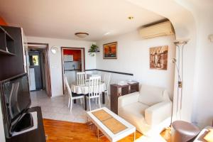 Apartment ANA 2 bedroom near sandy beach