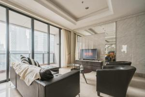 District 8: Luxurious and Spacious Apartment at SCBD / Senopati