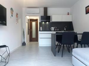 Apartments Artemus Karliva