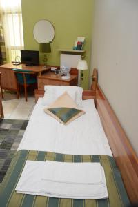 Large Double Room Hostel-Art