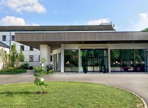 Kurhaus Marienkron, Гольс