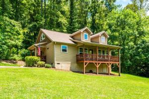 obrázek - New Listing! Updated Cottage W/ Deck On Big Parcel Home