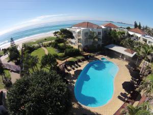 Golden Riviera Absolute Beachfront Resort