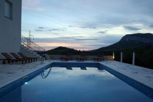 Villa Anabella peaceful holiday home with heated pool