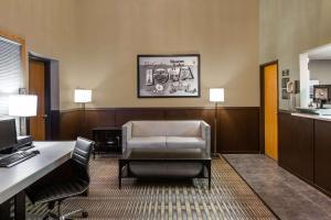 Super 8 by Wyndham Storm Lake - Accommodation
