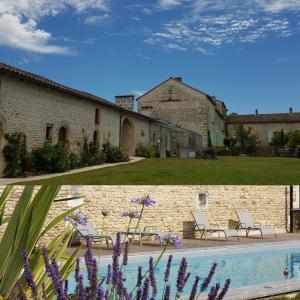 Location gîte, chambres d'hotes Les Hauts De Chalonne dans le département Charente 16