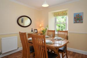 Barr Cottage, Дома для отпуска  Minard - big - 14