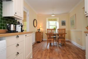 Barr Cottage, Дома для отпуска  Minard - big - 16