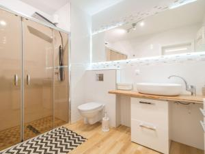 Color Apartments APARTAMENT BLACK WHITE