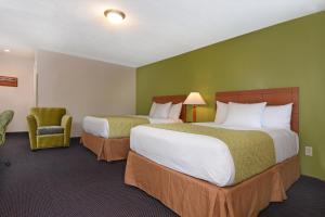 Ardsley Acres Hotel Court photos