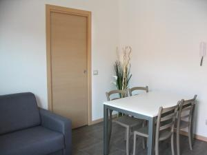 Residence Borgo Del Cigno, Apartmanhotelek  Spinone Al Lago - big - 24