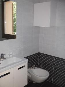 Residence Borgo Del Cigno, Apartmanhotelek  Spinone Al Lago - big - 12