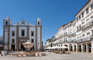 Casa das Arcadas - Praça de Giraldo - Centro Histórico, 7000-534 Évora
