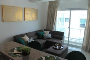 MODERN SUITE - POOL AND GYM AVAILABLE